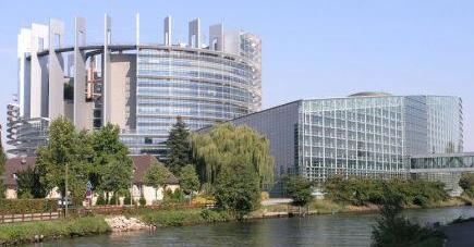 800px-europaparlamentsmaller.jpg